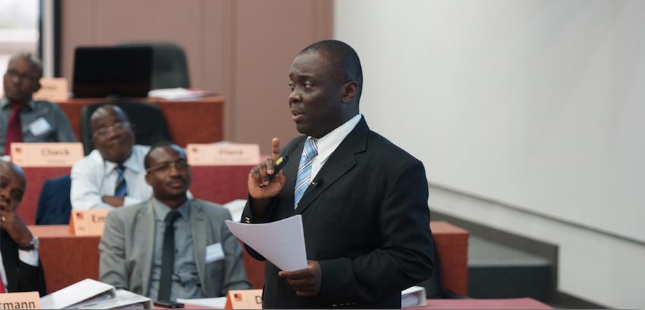 M. Guillaume Fandjinou, Directeur Général Adjoint de MDE Business School en pleine séance de formation.